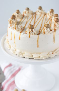 I made the frosting and the caramel from this recipe. This caramel macchiato cake is a rendition of Starbucks caramel macchiato latte with a rich coffee cake topped with caramel buttercream. Delicious Cake Recipes, Best Cake Recipes, Cupcake Recipes, Yummy Cakes, Sweet Recipes, Dessert Recipes, Cupcakes, Cupcake Cakes, Caramel Buttercream