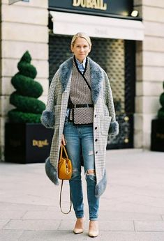 Fashion week paris street style vanessa jackman 22 Ideas for 2019 Looks Street Style, Looks Style, Looks Cool, My Style, Ways To Wear A Scarf, How To Wear Scarves, Fashion Week Paris, Look Fashion, Fashion Models