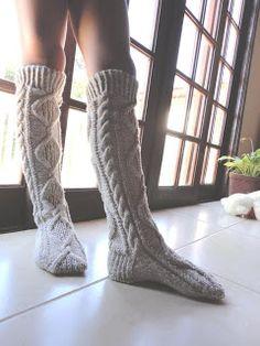 Teia de Carinhos: Bota ou meia de tricô em tranças