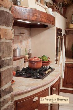 Gallery cucine in muratura Rhonda Old Kitchen Tables, Rustic Kitchen, Kitchen Decor, Old World Kitchens, Hacienda Homes, Mexican Style Kitchens, Brown Kitchens, Kitchen Styling, Interior Design Living Room