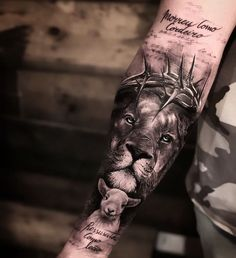 Learn more about tattoo styles and the work of Wallacy Bronson - bronsontattoo_ (Tattoo artist). Lion Forearm Tattoos, Lion Head Tattoos, Mens Lion Tattoo, Body Art Tattoos, Half Sleeve Tattoos Lower Arm, Quarter Sleeve Tattoos, Animal Tattoos For Men, Tattoos For Guys, Lion And Rose Tattoo