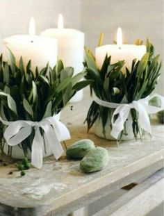 Centros de mesa con velas decoradas con hojas secas