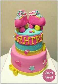 Torta Soy Luna de Disney. Patines en RKT y decoraciones en pasta de goma pasteleriasweetsweet@yahoo.com.ar facebook Sweet Sweet Pasteleria #tortasoyluna #soyluna #soylunacake #tortadisney #cumplesoyluna #sweetsweet