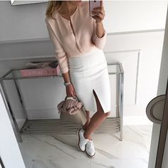 Best Women Fashion images in 2019 Fashion Gallery, Fashion Images, Look Fashion, Girl Fashion, Womens Fashion, Skirt Outfits, Chic Outfits, Spring Outfits, Fashion Outfits