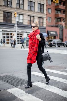 Scarf: Zara, (Similar) Red Fashion, Fashion 2017, Winter Fashion, Girl Fashion, Fashion Trends, Fashion Bags, Velvet Slip Dress, Top Skin Care Products, Casual Outfits