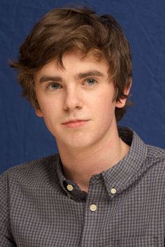 Freddie Highmore Has This Special Title From His Bates Motel Mom, and Other Fun … – Dizi Filmler Burada Celebrity Gossip, Celebrity Crush, Celebrity News, Freddie Highmore Bates Motel, Freddie Highmore Movies, Good Doctor Series, Shaun Murphy, Ravenclaw, Norman Bates