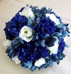 Midnight blue, dusty blue and white wedding #bouquet