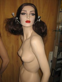 Gorgeous Rootstein Mannequin with flowing wig Fashion Art, Girl Fashion, Dress Form, Mannequins, Wigs, Halloween Face Makeup, Poses, Actresses, Beauty