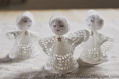 Kifli és levendula: Angyalkák mini tortapapírból Kirigami, Christmas Crafts For Kids, Christmas Ideas, Minion, Halloween, Candle Holders, Diy, Candles, Scrapbooking