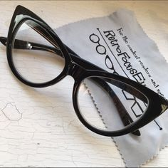 Eyeglass Frames For Narrow Bridge : 1000+ images about Glasses are sexy! on Pinterest Cat ...