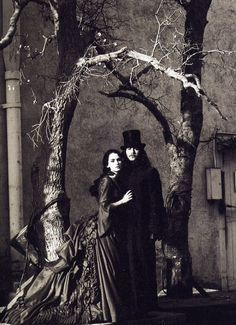 Winona Ryder and Gary Oldman on the set of Dracula, | http://cinematicmovieposters.blogspot.com