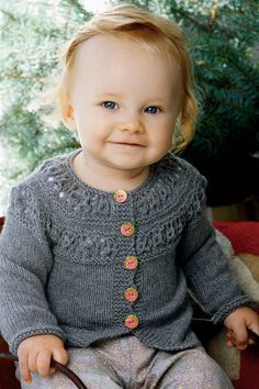 25 m på pind nr. Knitting For Charity, Knitting For Kids, Baby Knitting Patterns, Baby Barn, Baby Cardigan, Baby Sweaters, Kids Wear, Baby Dress, Crochet Baby