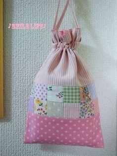 ●パッチワークの巾着●カバンの小物整理に便利な巾着袋を作りました。お子様の給食袋・メイクポーチ・サニタリーポーチ・お子さまのコップ袋・小物整理など用途もたくさ...|ハンドメイド、手作り、手仕事品の通販・販売・購入ならCreema。