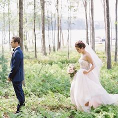 When the first look is in an enchanted fern forrest and the bride is a pretty princess ✨ So exited to see pics by @vickigrafton from this early fall wedding #heartofharlowtravels