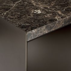 Nero marquinia marble top detail