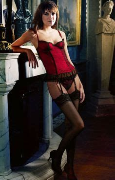 Fiona Bruce, Up Skirt Photos, Nylons, Celebrities In Stockings, Gal Gabot, Tv Girls, Stockings And Suspenders, Sexy Older Women, Beautiful Lingerie