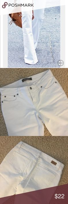 """Victoria's Secret London Jean White London Bellbottom / Flare Jeans Victoria's Secret.  Very clean cool retro style. Laying flat waist 15"""", rise 8-½"""", hips 16"""", inseam 31"""", 10-½"""" flare. Jeans Flare & Wide Leg"""