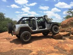 Ross Blyth with his 2010 3.8L Jeep Rubiconat Moegatle 4x4 trail