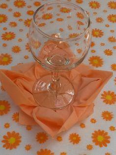 Virág hajtogatás szalvétából Xmas, Christmas, White Wine, Wine Glass, Alcoholic Drinks, Tableware, Blog, Dekoration, Dinnerware