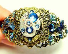 Médaillon de Steampunk Bracelet, papillon médaillon, Ruby Jeweled Watch mouvement, Neo victorienne, Style Vintage, des cristaux Swarovski bleus Steam Punk Brassard,