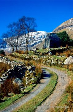 Abandoned cottage and track in the Black Valley, Co Kerry, Ireland ...