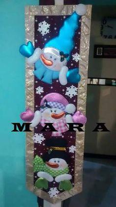 tapiz snowman Christmas Decoupage, Christmas Sewing, Christmas Fabric, Felt Christmas, Christmas Snowman, Christmas Holidays, Christmas Ornaments, Plastic Canvas Christmas, Snowman Crafts