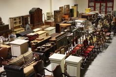We partner with merchants and antique dealers for the sale of antiques wholesale. Over 3000 square meters of exhibition area