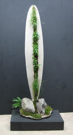 Terraform Sculpture by Robert Cannon. Living sculpture made of concrete & moss. Concrete Crafts, Concrete Art, Arte Floral, Concrete Sculpture, Garden Sculpture, Ikebana, Art Concret, Papercrete, Cement Planters