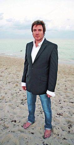Simon Le Bon on the beach John Taylor, Roger Taylor, Nick Rhodes, Simon Le Bon, Birmingham, Crush City, Pretty People, Beautiful People, Fab Five