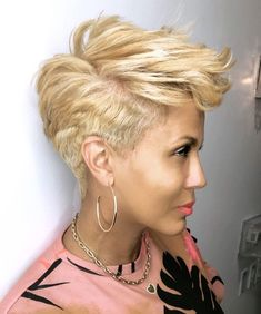 My Of The Day Is & Here New Platinum Blonde Cut. Loving The Funky Mohawk Perfect Summer Hair Trendy Beauty Trend Makeup Top Outfits Short Sassy Haircuts, Short Haircut Styles, Short Hair Cuts, Pixie Cuts, Grey Curly Hair, Hype Hair, Pelo Pixie, Corte Y Color, Heart Hair