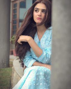 Teen Girl Poses, Cute Girl Poses, Cute Girl Pic, Girl Photo Poses, Girl Photography Poses, Girl Photos, Fantasy Photography, Pakistani Models, Pakistani Girl