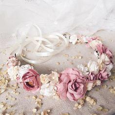 bridal jewelry for the radiant bride Flower Headpiece Wedding, Flower Crown Wedding, Bridal Flowers, Floral Wedding, Flower Crown Tutorial, Wedding Ornament, Diy Headband, Diy Hair Accessories, Bridal Jewelry