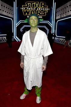 "Joseph Gordon-Levitt at the film's L.A. premier dressed as Yoda. | 13 Celebrities Who Dressed Up In Costumes For ""Star Wars: The Force Awakens"""