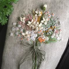 """좋아요 757개, 댓글 34개 - Instagram의 Boeun Joo(@nantejoo)님: """"#아뜰리에화양연화 #자수#입체자수#주보은자수#예약#화양연화 #주보은작가 머나먼 타국으로 떠날준비 한땀한땀 ... 마치 딸 시집보내는 기분?? 이다"""" Ribbon Embroidery Tutorial, Floral Embroidery Patterns, Hand Embroidery Stitches, Silk Ribbon Embroidery, Vintage Embroidery, Embroidery Applique, Cross Stitch Embroidery, Decorative Hand Towels, Brazilian Embroidery"""