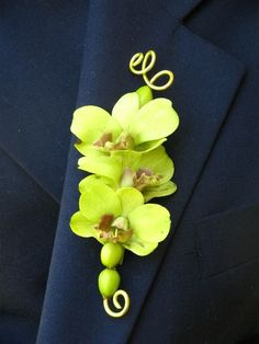 Cymbidium Orchid Boutonniere Orchids and metallic wire are charming and easy to wear. Green Boutonniere, Orchid Boutonniere, Corsage And Boutonniere, Boutonnieres, Graduation Flowers, Prom Flowers, Wedding Flowers, Floral Wedding, Wedding Colors