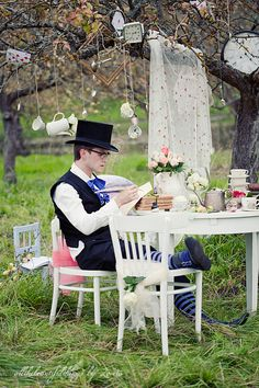 LOVE the tea cups hanging from the trees! Alice In Wonderland Garden Party.I like the idea of hanging knickknacks! wouldn't this be so adorable for a little girl's birthday party and let Daddy be the Mad Hatter! Alice In Wonderland Garden, Wonderland Party, Mad Hatter Party, Mad Hatter Tea, Mad Hatters, We All Mad Here, Alice Tea Party, Little Girl Birthday, Childrens Party