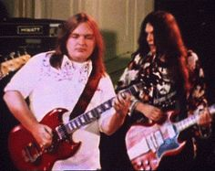 ~Primarily known as a guitarist, Ed King joined Skynyrd in temporarily replacing Leon Wilkeson, and played bass on most of their first album, including this gem. Great Bands, Cool Bands, Gary Rossington, Ed King, Lynard Skynard, Rock And Roll Bands, Psychedelic Rock, Classic Rock, Rock Music