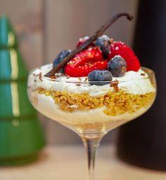 Ostekake i glass – Oppskrifters My Glass, Acai Bowl, Mousse, Nom Nom, Deserts, Food And Drink, Pudding, Baking, Breakfast