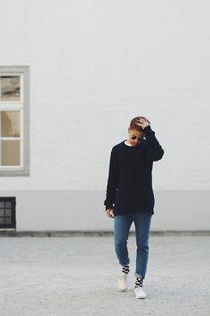 Kevin Elezaj - Vans Shoes, Happy Socks, H&M Jeans, H&M Sweater, Freyrs Glasses - Hakuna Matata