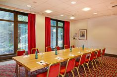 Eines der Konferenz- & Seminarräume / One of the conference and seminar rooms | RAMADA Hotel Bad Soden