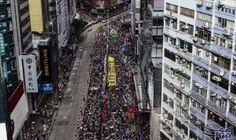 عشرات الآلاف من المتظاهرين يحيون ذكرى عودة…: بدأ عشرات الآلاف من المتظاهرين المؤيدين للديموقراطية في هونغ كونغ مسيرتهم الجمعة في ذكرى عودة…