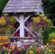 I love wishing wells.remind me of Mom & the good things from my childhood.Garden Wishing Well - landscape, wishing well, yard, garden, flowers Dream Garden, Garden Art, Garden Ideas, Garden Gates, Garden Plants, Wishing Well Garden, Gazebos, Garden Pictures, Flower Beds