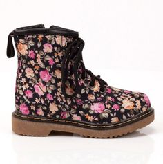 Kids sized floral boots! These are adorable :)