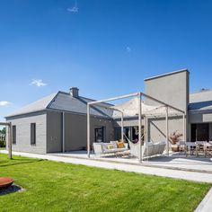 Realizacja, w której zastosowaliśmy okna drewniane z zewnętrzną nakładką aluminiową model HF 310 oraz drzwi tarasowe przesuwne HS 330! Home Fashion, Mansions, House Styles, Outdoor Decor, Model, Home Decor, Decoration Home, Manor Houses