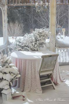 Aiken House & Gardens: Milk Glass White Tablescape