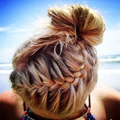 When we are talking about the beach hairstyles you should go for the soft, sweet, glamorous and easy hairstyles that can make you feel sexy.