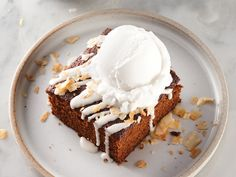 By ditching the dairy, we& put a twist on the classic spiced cake. Topped with frozen coconut-milk, our dairy-free molasses cake is a tasty indulgence. Dairy Free Muffins, Dairy Free Diet, Frozen Desserts, Summer Desserts, Dairy Free Overnight Oats, Molasses Cake, Spice Cake, Sugar And Spice, No Bake Cake