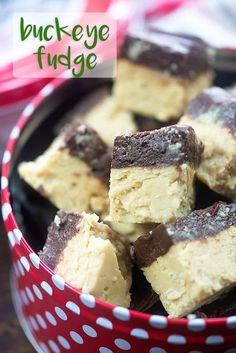 Chocolate Peanut Butter Fudge Made In The Microwave So Easy And Perfect For Christmas Cookie Trays Chocolate Peanut Butter Fudge, Peanut Butter Recipes, Fudge Recipes, Candy Recipes, Chocolate Recipes, Dessert Recipes, Nutella Fudge, Peanut Butter Truffles, Cookie Butter