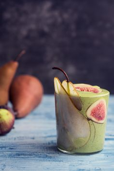Slim Down Pear and Spinach Green Smoothie Recipe - 318 Calories