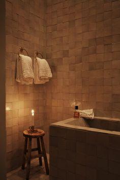 Hemma på vår gata i stan Home Interior, Bathroom Interior, Interior Styling, Cheap Rustic Decor, Cheap Home Decor, Upstairs Bathrooms, Dream Bathrooms, Modern Rustic Homes, Contemporary Home Decor